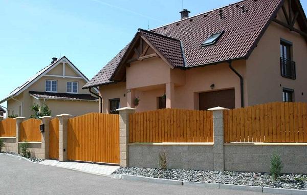 Dokonalé betónové oplotenie PILEG