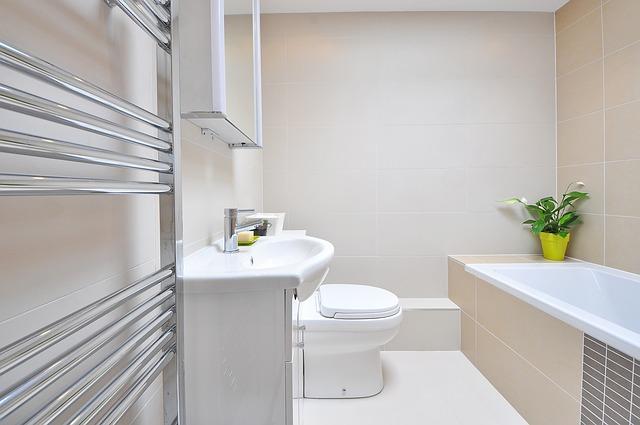 Ako lacno skrášliť umakartovú kúpeľňu?