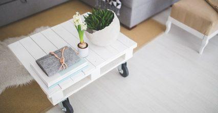 Konferenčný stolík je dôležitým prvkom vašej obývačky