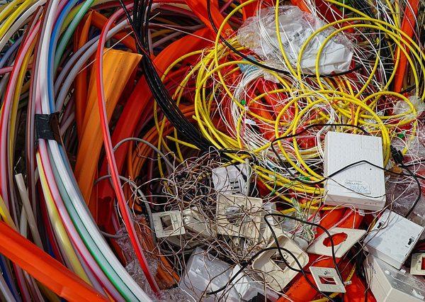 Triedenie odpadu zahŕňa okrem triedenia plastov aj zber batérií a elektroodpadu